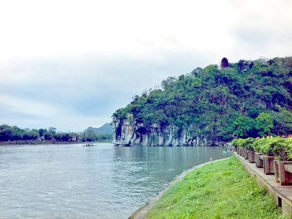 Guangxi Guilin Attraction: Elephant Trunk Hill Park