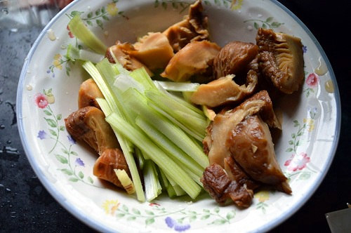 Chinese Dry Mushroom (Soaked) and leeks