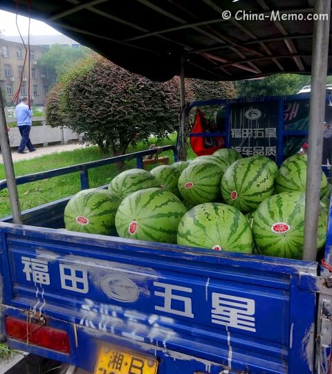 China Local Street Market Water Melon in Car