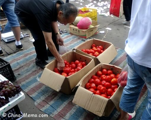 China Local Street Market Tomato