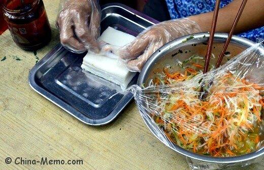 China Guizhou Local Food Siwawa,Rice Skin Wrapped Fresh Veggie Fillings.
