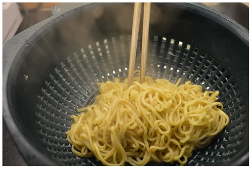 Chinese Cooking Drain Noodles.