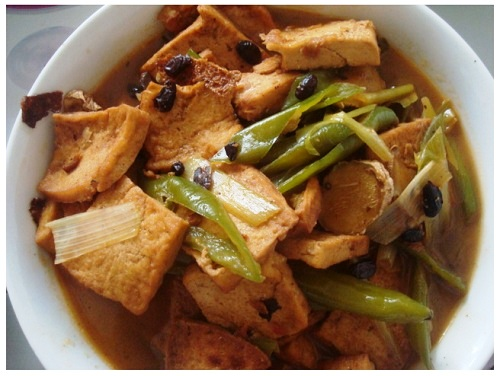 Chinse white tofu with green chilli and black beans.