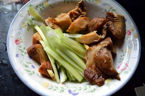 Chinese Dry Mushroom (Soaked) and leeks