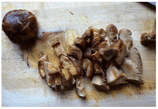 Chinese Ingredient Dry Mushroom Cut.