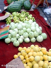 China Local Street Market Fruit