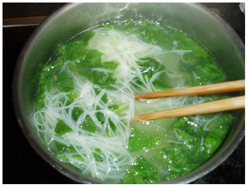 Cook Chinese Spinach and Rice Noodle.