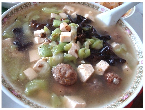 Chinese Meatball Soup with Tofu and Veg.